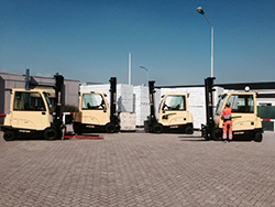 250_4_HYSTER_FORKLIFTS_WITH_NEW_SIDE_BATTERY